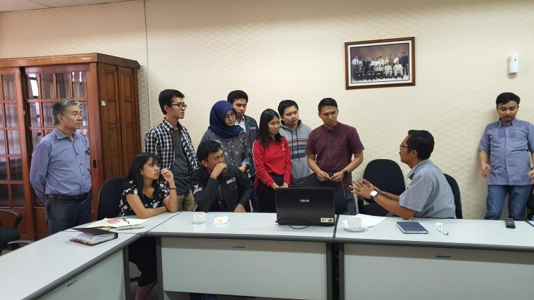 "30/08/2019, ITB Capstone students met with PLaiGROUND mentor Pak Teddy, they discussed AI research topics sponsored by Cognixy. They made selections from the list of ""seeing"" research series."